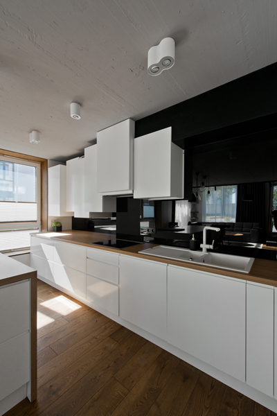 moderna-kuchyna-stropne-svietidla-cierna-biela